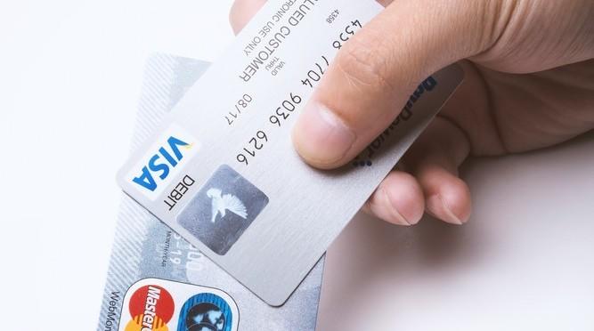 20代向けのクレジットカードが人気のワケ