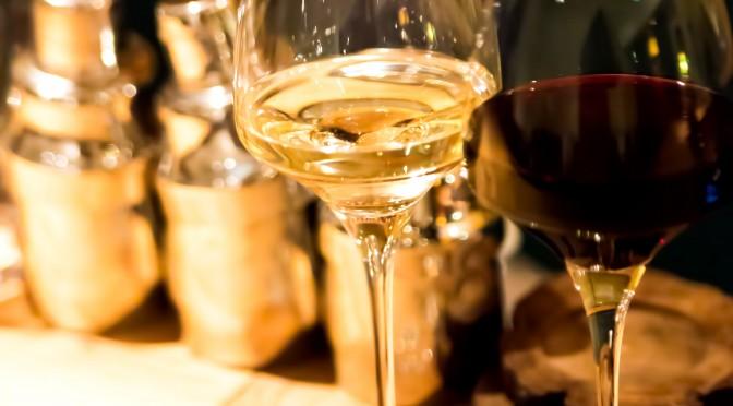 お酒は少量なら薬ならぬバストアップサプリ?赤ワインで胸を大きく!