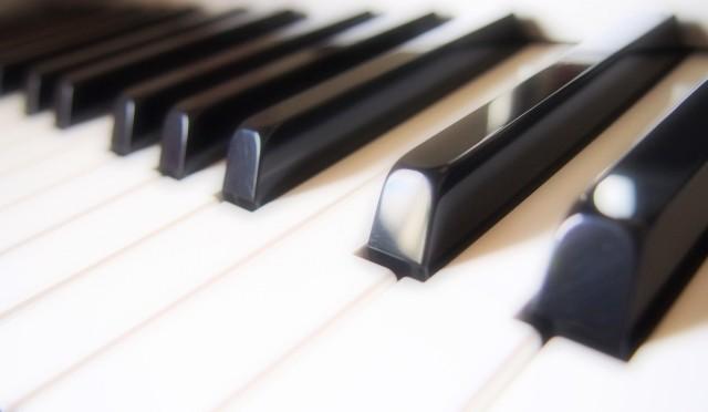 音楽を聴くだけで胸が大きくなる? 驚異のバストアップミュージック