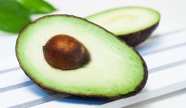 アボカドを45日間毎日食べ続けることで得た美容効果3選