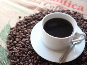 コーヒーは水分補給には向かない