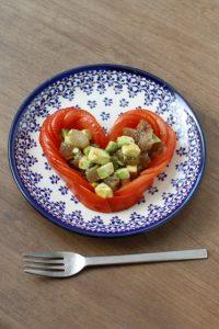 トマトとアボカドの料理