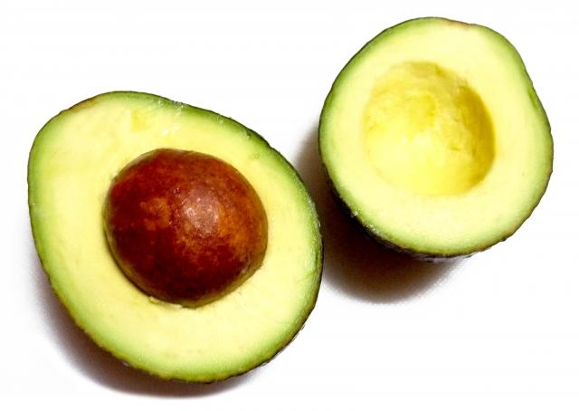 良質なタンパク質を含むアボカド
