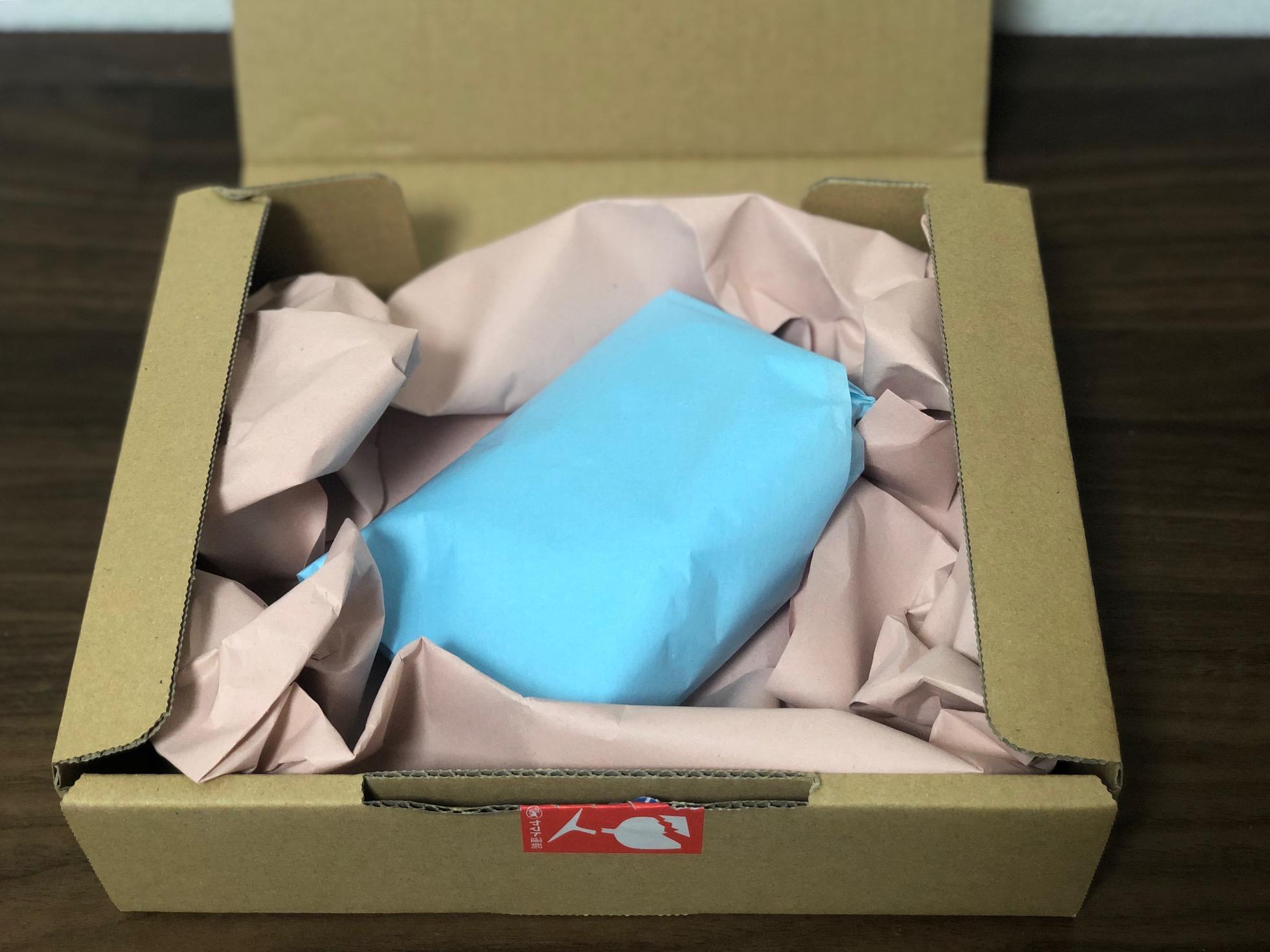 包み紙に包まれた商品